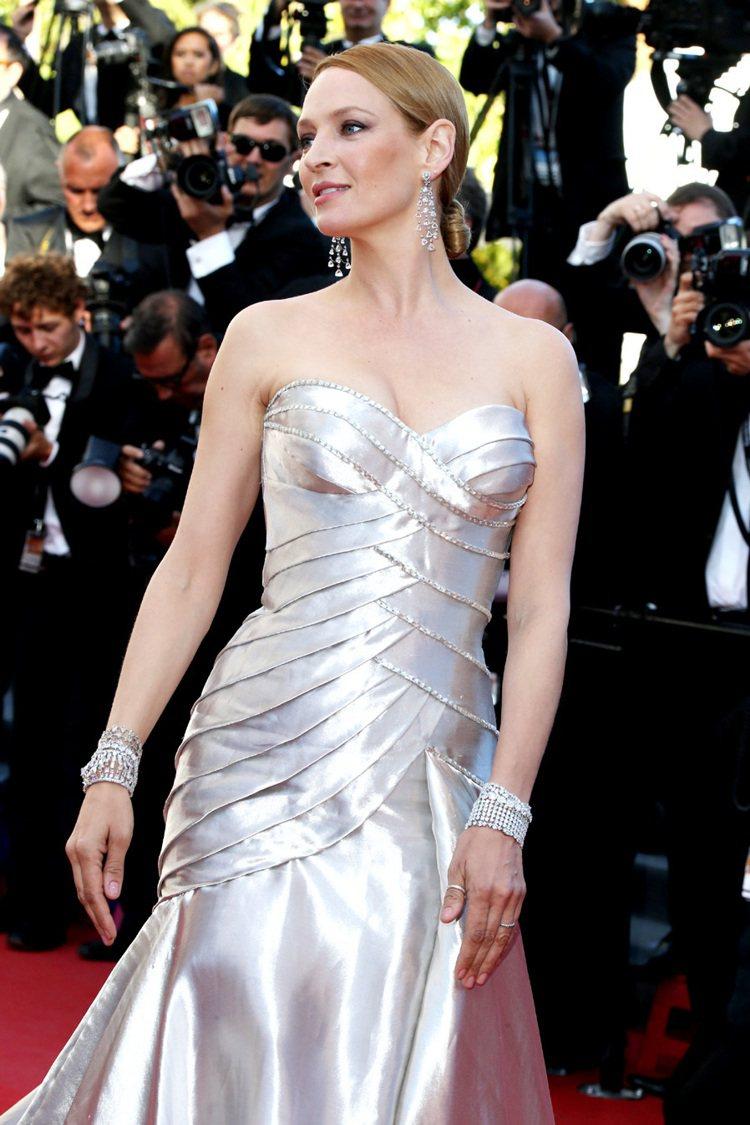 鄔瑪舒曼配戴蕭邦頂級珠寶,全身鑽石總重超過240克拉。圖/迪生提供