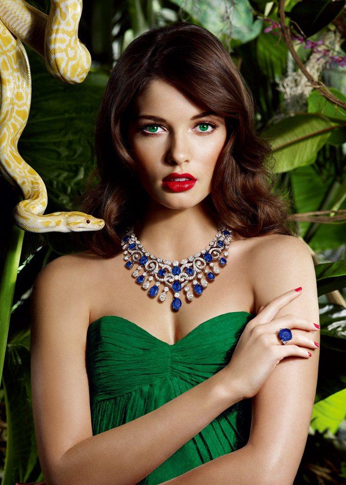 GRAFF頂級藍寶石鑽石項鍊與戒指,必須嚴格蒐羅成色、晶質相同,大小符合的藍寶石...