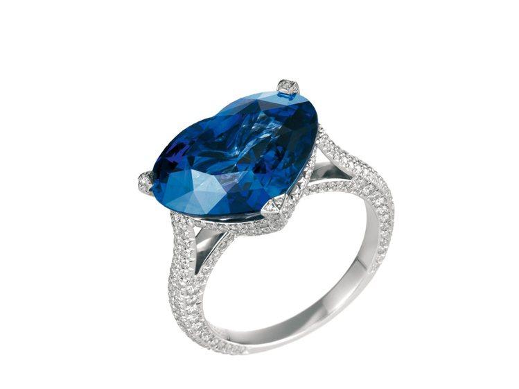 CHOPARD頂級訂製心形藍寶石戒指,18K白金材質,鑲嵌單顆心形藍寶石9.20...