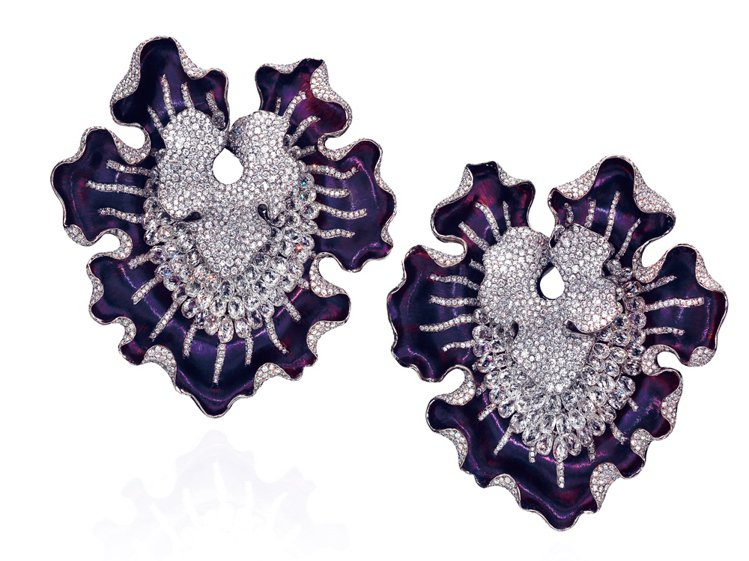 ANNA HU魔幻幽蘭耳環,鈦材質,鑲嵌2248顆鑽石共60.83克拉。圖/珠寶...