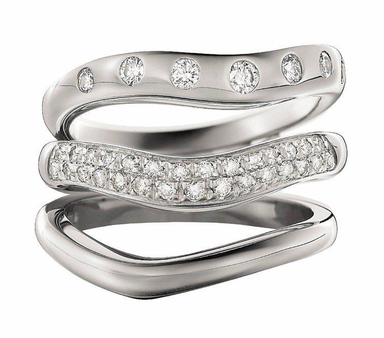 CORONA系列鑽戒,另有白K金或黃K金婚戒,獨特的圓弧V型設計。圖/BVLGA...