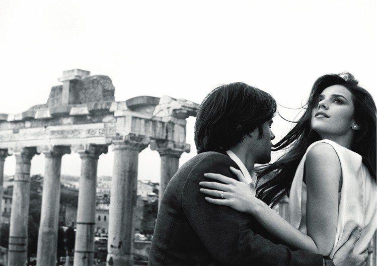 寶格麗全新婚戒形象廣告,詮釋在羅馬和寶格麗的見證下,一對情侶從邂逅到互訂終身的美...