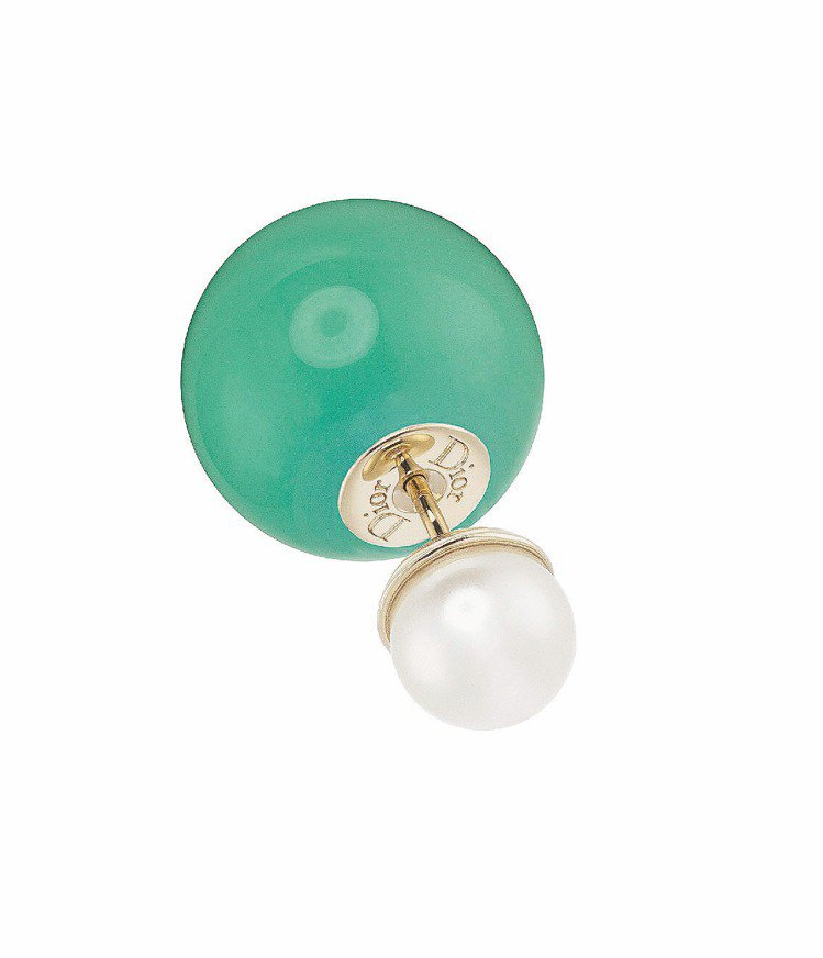 Miss en Dior 玻璃珍珠耳環,綠配白色10,500元。圖/Dior提供