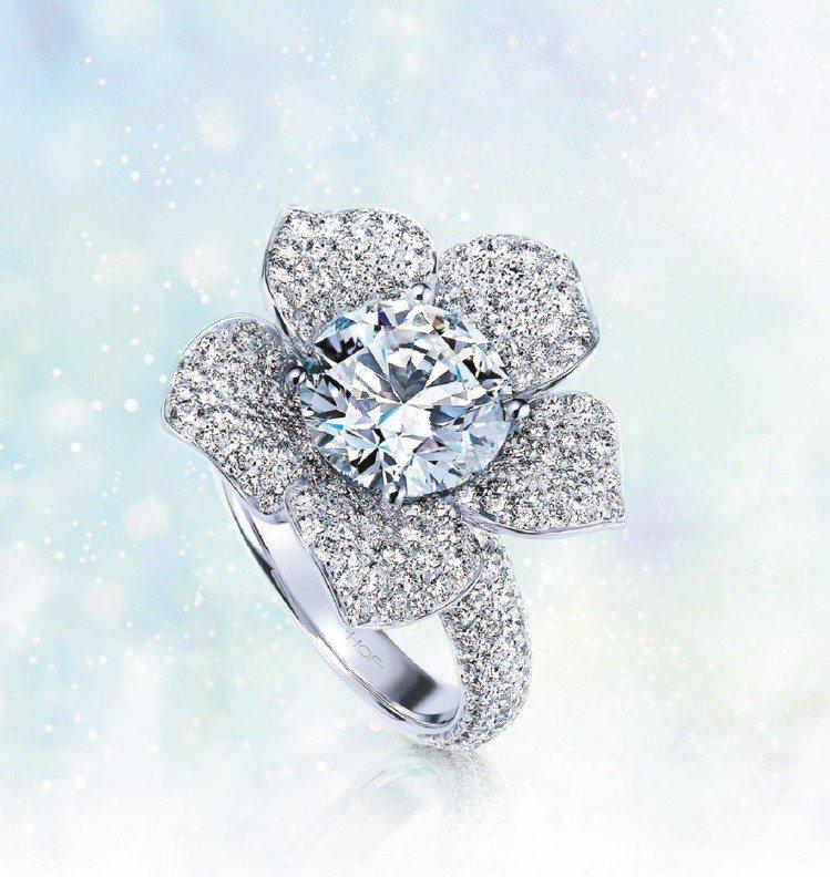 奢華款Rosette美鑽,嬌豔花朵在鑽石完美火光綻放美麗。圖/Hearts On...