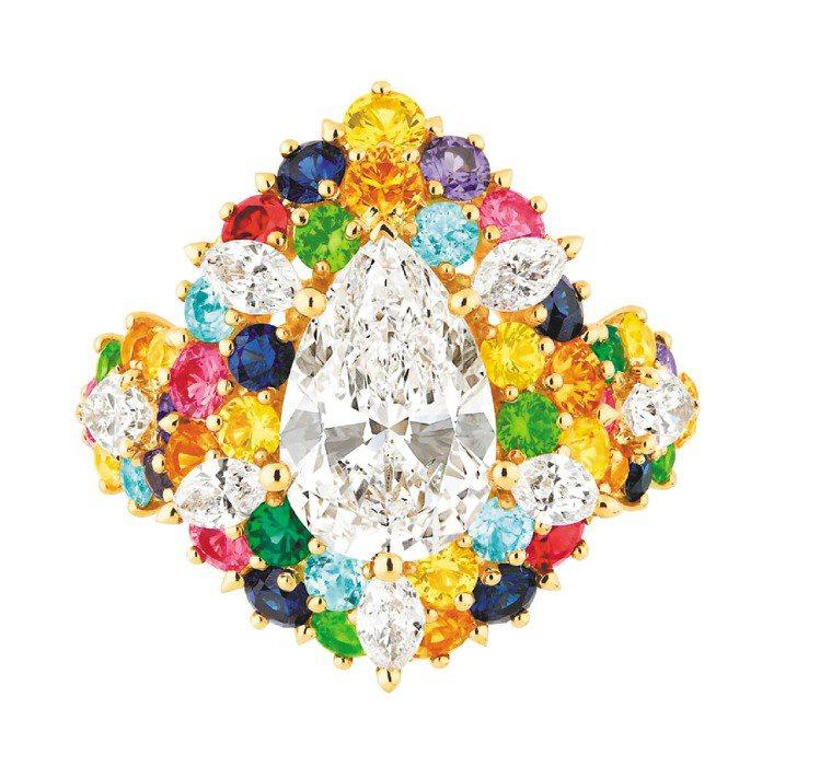 Cher Dior Exquise系列鑽戒,18K黃金鑲嵌重2.5克拉的梨形主鑽...