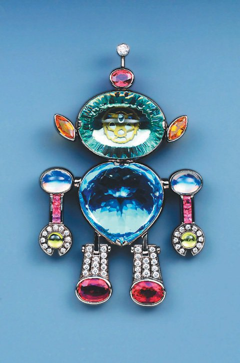 龔遵慈的作品,以彩色寶石為主角的珠寶,色彩繽紛、車工變化豐富。圖/龔遵慈提供