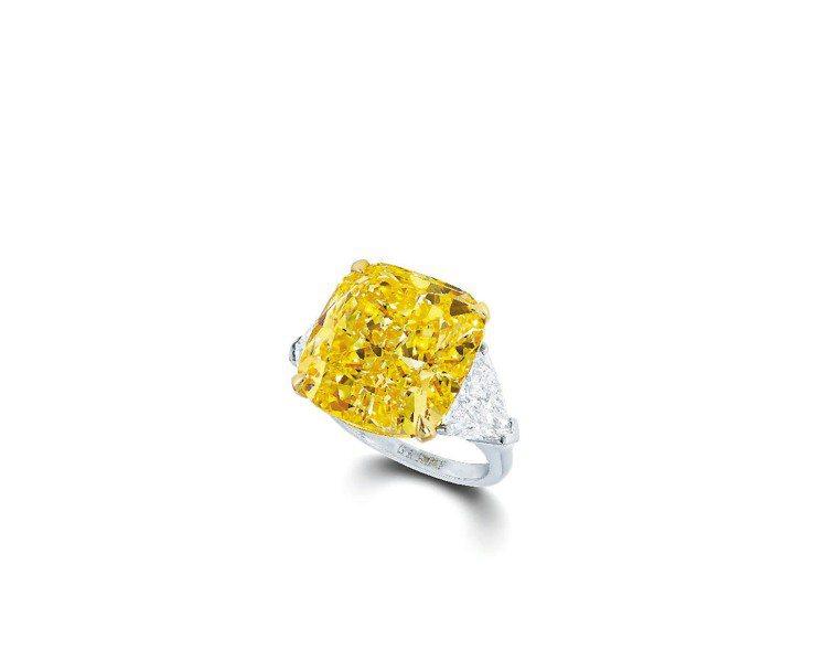格拉夫20.14克拉枕形黃鑽戒指。圖/GRAFF提供