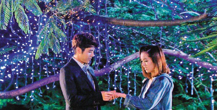 藝人胡宇威以萬寶龍摩納哥葛麗絲王妃系列鑽戒浪漫求婚橋段,成為「真愛黑白配」完結篇...