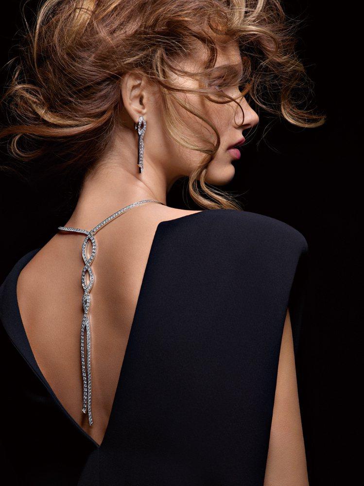 Couture Précieuse系列18K白金材質項鍊及耳環。項鍊鑲飾209顆...