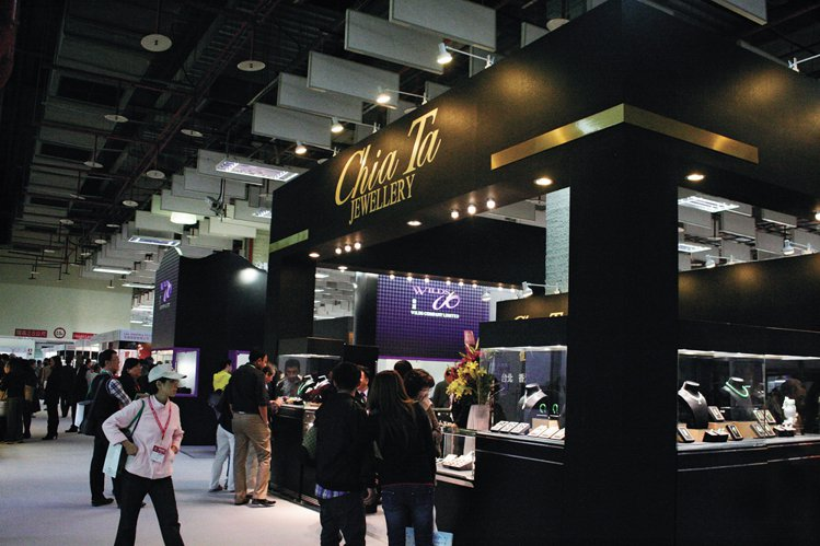 台灣首次國際級專業珠寶展吸引眾多觀展人士。圖/珠寶之星