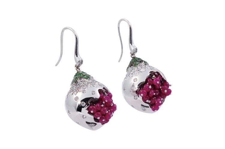 天然紅寶鑽石耳環,18K金材質,鑲嵌圓型紅寶44顆6.75克拉、剛玉54顆0.5...