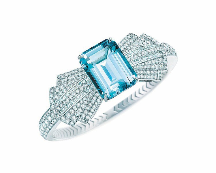 Tiffany今年最新Blue Book珠寶耳環,25.23克拉祖母綠切割海水藍...