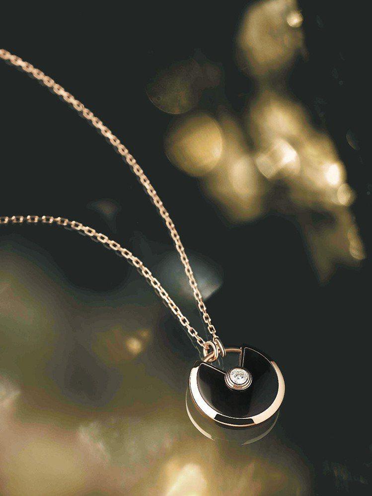 Amulette de Cartier墜鍊小型款,18K玫瑰金、縞瑪瑙,鑲嵌一顆...