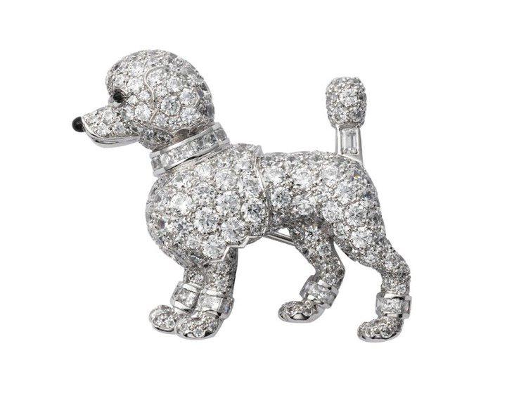 卡地亞以1958年製作的貴賓狗造型胸針為藍本,打造了同款胸針。圖/卡地亞提供