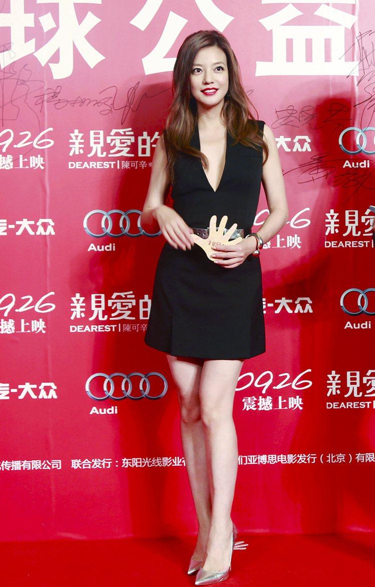 趙薇佩戴POMELLATO 67寶曼蘭朵珠寶出席電影《親愛的》全球首映會。圖/P...