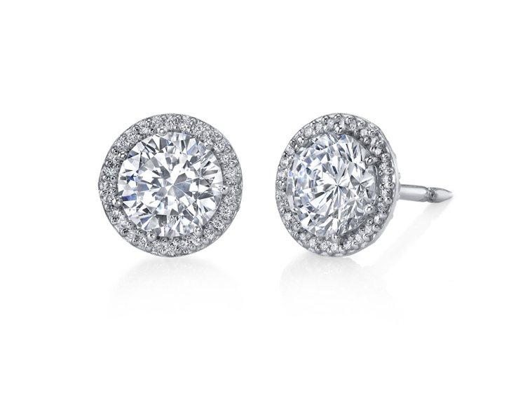 海瑞溫斯頓經典系列鑽石耳環 TWD $4,598,000。圖/海瑞溫斯頓提供