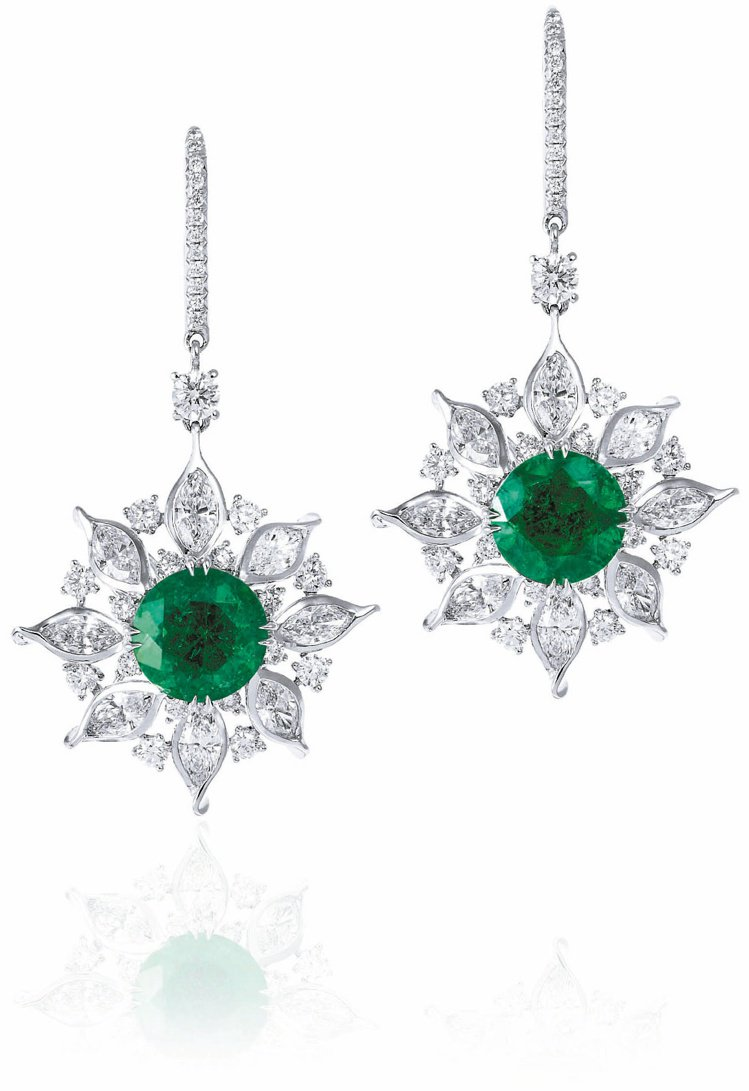 ANNA HU雪絨花祖母綠耳環,祖母綠為雪絨花的典雅增添華麗。圖/各業者提供