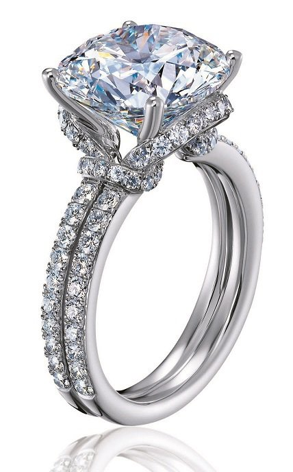 白歆惠配戴Knot Classic鑽戒,總重3.8克拉,680萬元。圖/Hear...