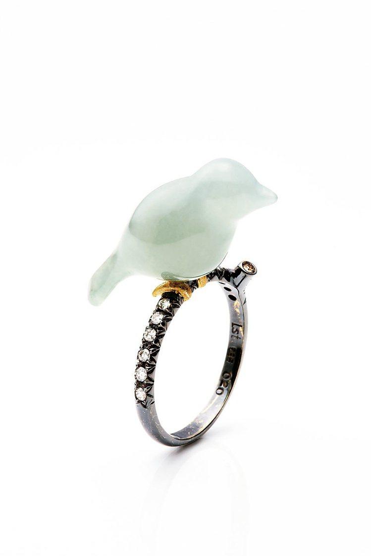 青鳥戒指華麗版,鍍黑金戒圈綴上茶鑽,80,250元起。圖/林曉同珠寶提供