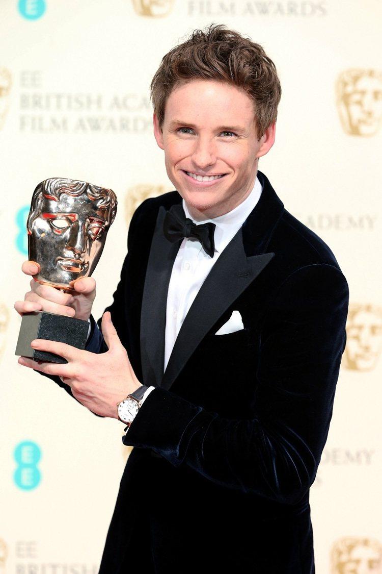 艾迪瑞德曼(Eddie Redmayne)拿下英國電影學院獎(BAFTA)影帝,...