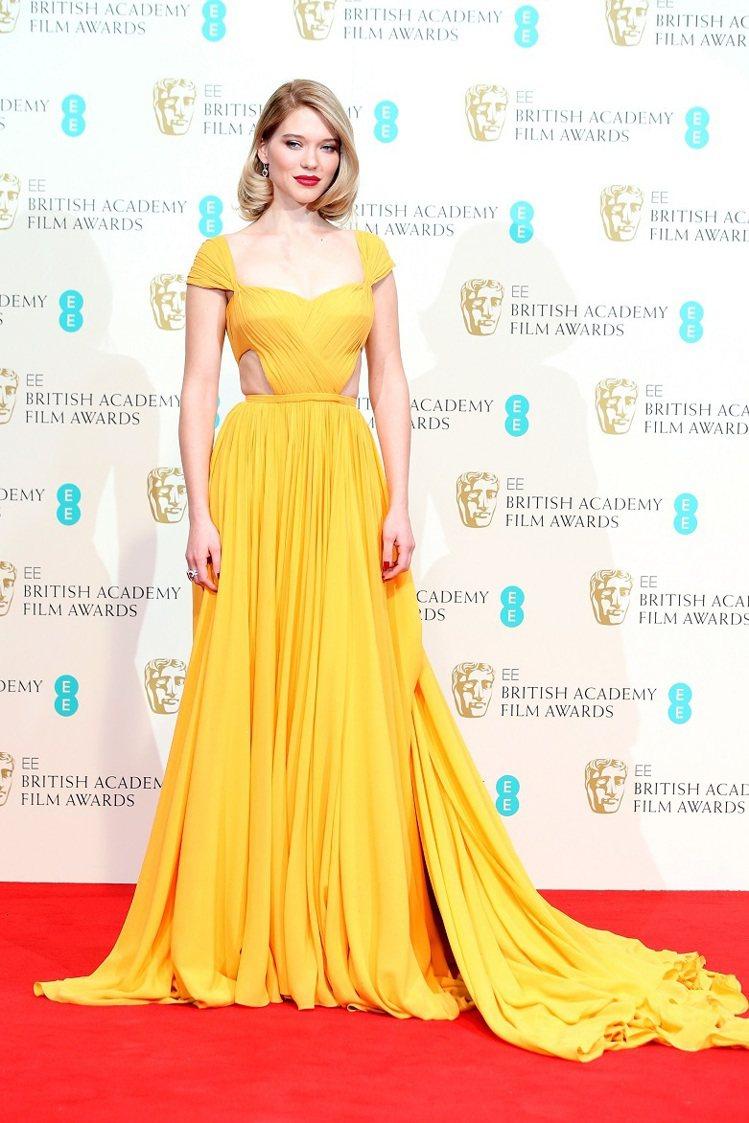 蕾雅瑟杜(Lea Seydoux),選穿PRADA鮮黃色曳地禮服走紅毯。圖/Ch...