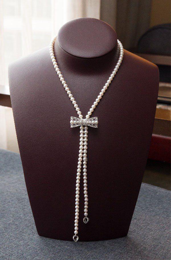MIKIMOTO晶華店獨家珍珠串鍊42萬元,套組含胸針。圖/MIKIMOTO提供