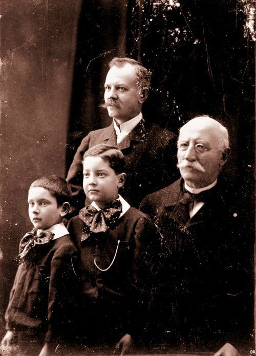 Chopard Louis Ulysse家族。圖/迪生提供