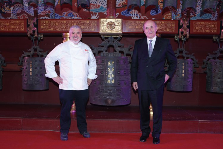 作為O'Clock設計展的重要夥伴,沛納海首席執行官Angelo Bonat i...