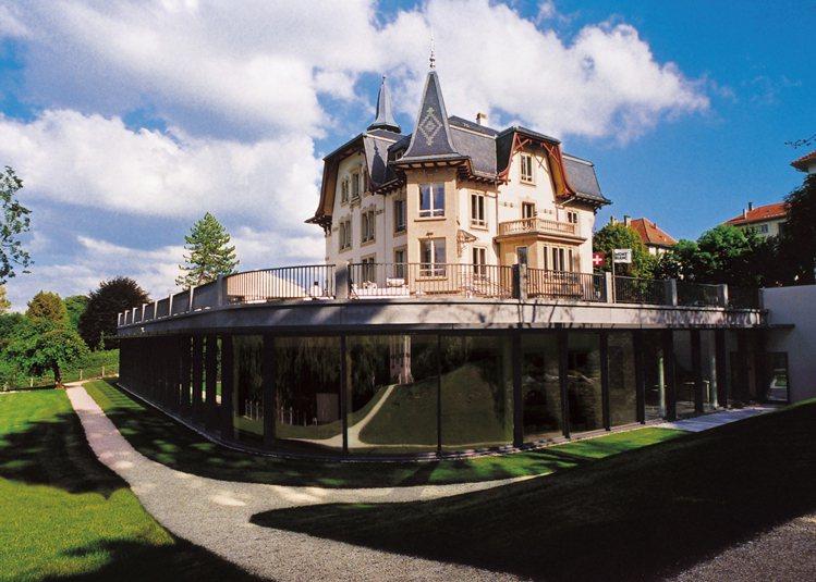 走進萬寶龍的Le Locle廠映入眼簾的,便是一棟建於上個世紀初的古老別墅,這棟...