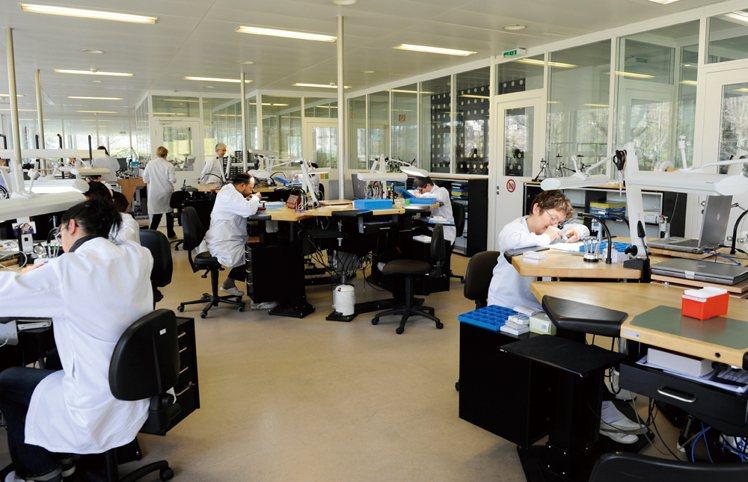 擴廠後Le Locle廠多了窗明几淨的600平方米樓層面積,也成為2008年發表...