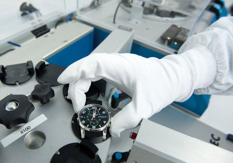唯有通過嚴格的500小時全方位測試,才能保證所有走出Le Locle錶廠的腕錶均...