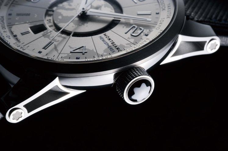 錶冠頂端與錶耳處皆有萬寶龍六角白星標誌。圖/時間觀念