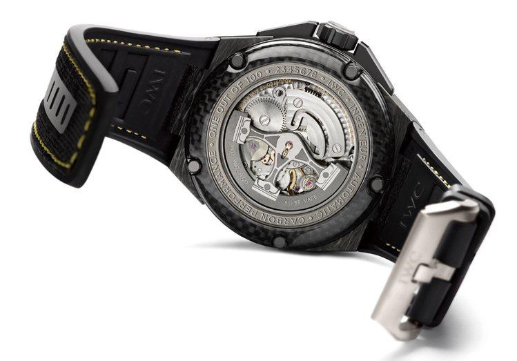 工程師碳鋼高性能自動腕錶以引擎活塞為造型的自動盤設計,整體戰鬥氣息十足!圖/時間...