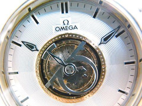 OMEGA中置陀飛輪腕表。圖/曾士昕提供