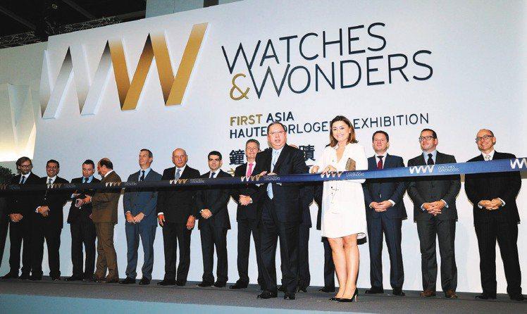 「鐘表與奇蹟」首屆亞洲高級鐘表展開幕,13個頂級鐘表品牌的總裁齊聚香江共襄盛舉。...
