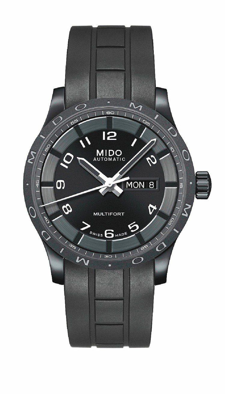 先鋒系列黑武士腕表,自動上鍊機芯,42mm黑色PVD不鏽鋼表殼,34,800元。...