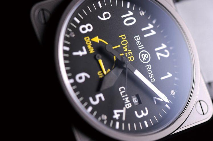 比照垂直速率錶設計的B R01-97Cl imb,將「UP」、「DOWN」圖示幻...