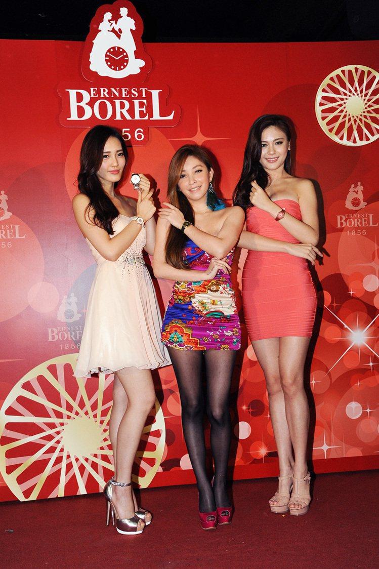 依波路品牌大使王予柔(左起)、許維恩和貝兒浪漫演繹雞尾酒系列女表。圖/瑞德利提供