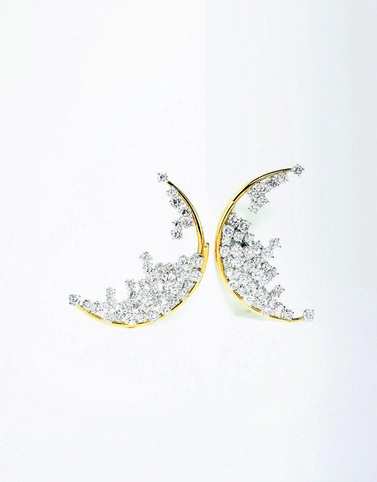 DAMIANI於1996年獲得國際珠寶大賞的得獎作品Blue Moon耳環。圖/...