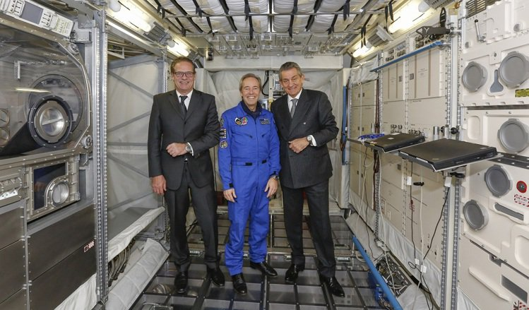 OMEGA與歐洲太空總署聯手推出Skywalker X-33計時碼表。圖/Ome...