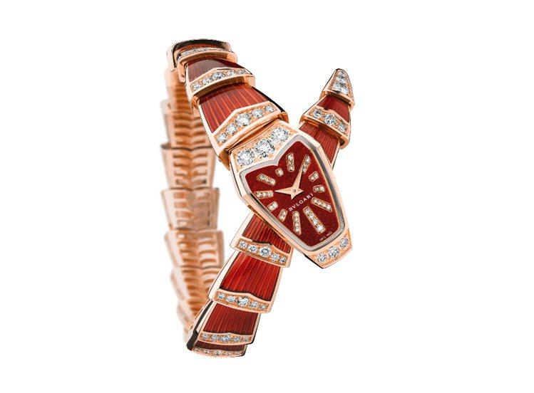 寶格麗今年以頭尾交疊的設計重新詮Serpenti系列,紅色玫瑰金珠寶腕表,約14...