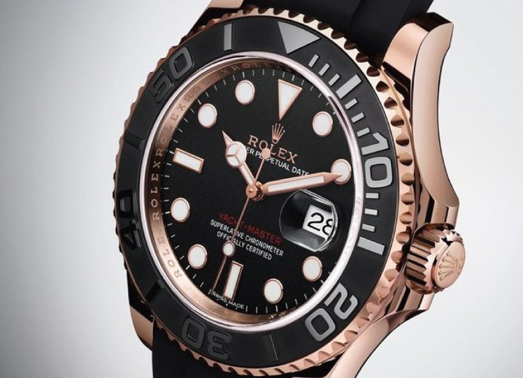 CERACHROM 字圈與黑色錶面。圖/時間觀念提供