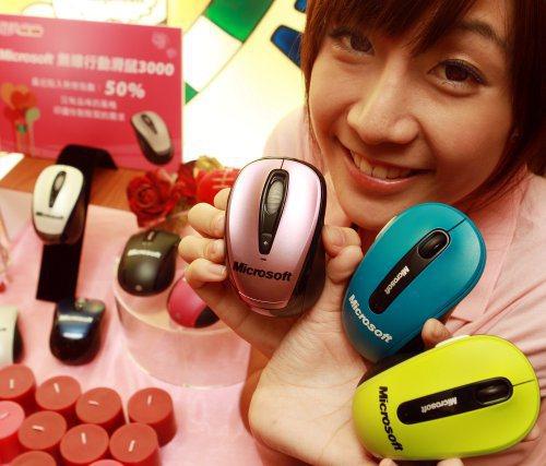 微軟推出多種繽紛多彩的滑鼠,提供消費者多樣選擇。記者侯永全/攝影