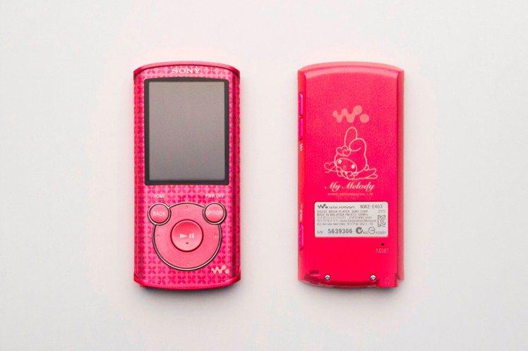 Walkman美樂蒂情人節精裝限量組,每套售價3490元,將於1/19起開放預購...