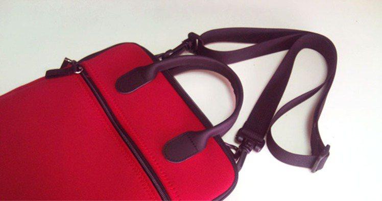 GYMS保護套附揹帶。圖/Wow!La Vie提供