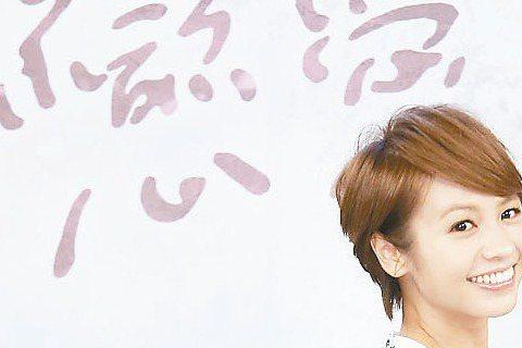 竇智孔派出愛犬阿毛在「好想談戀愛」的活動上向戲中女友黃姵嘉求婚,戲外與女友交往穩定,他也透露求婚鑽石早已買好。