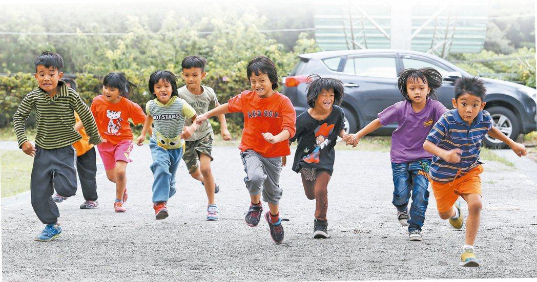 很多人都在努力,不讓偏鄉窮孩子,輸在人生的起跑點。 記者劉學聖/攝影