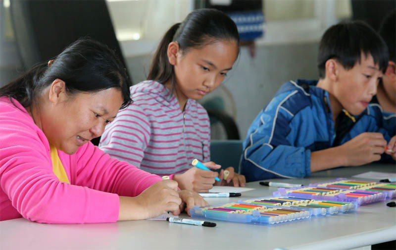 資源少,加上少子化使得就學學童越來越少,台東縣多個偏鄉小學面臨併校、廢校危機,未...