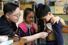 漁光國小誰來午餐? 小兒科醫師把世界帶進教室
