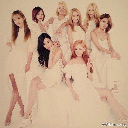 少女時代Tiffany 今天在自己的instagram上傳了《The celebrity》七月號雜誌封面照,所有少女成員全都穿上了白色洋裝,看起來非常成熟有型。今天少女時代所屬經紀公司SM娛樂透露,...